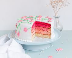Voici mon gâteau arc-en-ciel mais d'abord, je vous donne en exclu une recette de mon livre « Anne-Sophie Le Meilleur Pâtissier » qui est à nouveau disponible en librairie suite à une réimpression après la rupture de stock à Noël. Il s'agit de la recette du Pink rainbow cake que vous êtes nombreux à me réclamer car c'est le gâteau que je présentais dans mon portrait du Meilleur Pâtissier. Pour découvrir le reste des recettes du livre, il ne vous reste plus qu'à filer chez votre libraire pour…