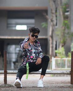 photoshot pose for boy 2020 Boy Photography Poses, Photo Poses, Street Photography, Black Background Images, Black Backgrounds, Boy Poses, Model Agency, Men Casual, Photoshoot