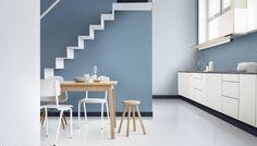 quelle couleur de mur pour une cuisine classe - le bleu sérénité charme les yeux