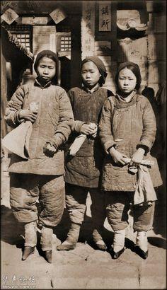 缠足女孩,山西,中国。1930年