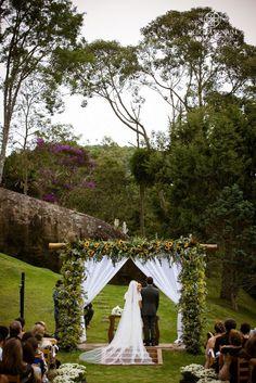 Casamento nas Montanhas: Thaís e Daniel #casamentonocampo #casamentoaoarlivre…