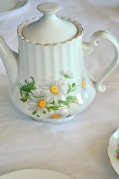 English Teapot/Vintage teapot/Daisy flowers by Vintage of Phoenix