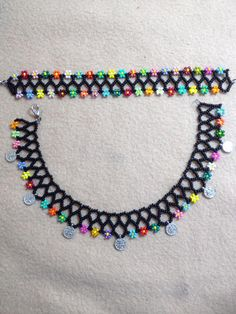 (offizielles JPEG, 720 × 960 p … - Schmuck Beaded Necklace Patterns, Beaded Choker, Jewelry Patterns, Neon Bracelets, Ankle Bracelets, Beaded Bracelets, Seed Bead Jewelry, Bead Jewellery, Beaded Jewelry