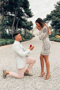 This is what every girl dreams of! Our congratulations! Double tap and tag your … - Wedding Ideas Wedding Proposals, Wedding Couples, Wedding Bride, Marriage Proposals, Bouquet Wedding, Purple Wedding, Bride Groom, Dream Wedding, Wedding Dress Organza
