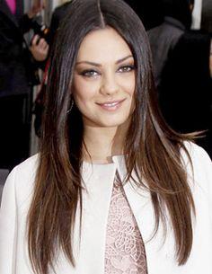 Mila Kunis con pelo largo y en capas