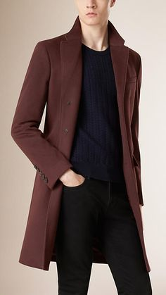 Burberry classic Chesterfield coat crafted from a virgin wool and cashmere blend with a quilted lining. The single-breasted design features notch lapels. Discover the men's outerwear collection at Burberry.co