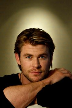 Chris Hemsworth as Charlie Williams, brother of Marcus and Bethany.