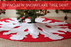 How to make an easy, no-sew tree skirt! #DIY