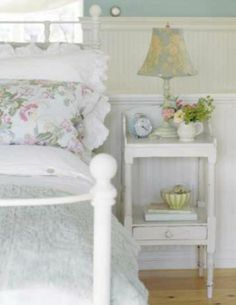 White Rustic Shabby Chic Bedroom - ideasforho.me/...