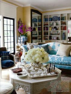 Interior design and home deco inspiration, sometimes with a retro / vintage twist, antiques and antique restoration made fancy. Yellow Wall Decor, Yellow Walls, Architecture Design, Bookcase Styling, Entrance Decor, Beautiful Interiors, Blue Interiors, Beautiful Sofas, House Beautiful