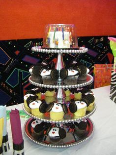 star wars tiered cake with princess leia cupcakes