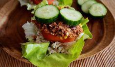 Een recept voor super simpele veganistische bonenburgers! De burgers zijn gemaakt met maar 7 ingrediënten!