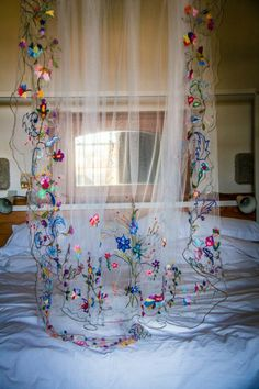 The post Colourful hand embroidered wedding veil. 2019 appeared first on Floral Decor. Wedding Gowns, Our Wedding, Dream Wedding, Long Wedding Veils, Lace Wedding, Diy Wedding Veil, Destination Wedding, Green Wedding Dresses, Bridesmaid Dresses