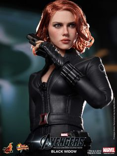 THE AVENGERS - Hot Toys BLACK WIDOW Collectible Action Figure!
