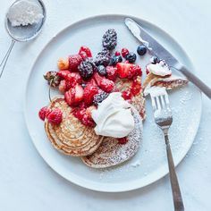Top 10 Romantic Breakfast Recipes Food & Wine: Whole-Wheat Pancakes with Roasted Berries Romantic Breakfast, Tumblr Breakfast, Perfect Breakfast, Whole Wheat Pancakes, Tumblr Food, Tasty, Yummy Food, Comfort Food, Junk Food