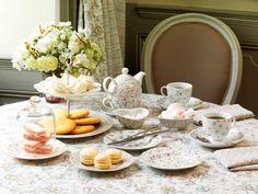 C'est l'heure du thé avec la vaisselle Rimbabelle http://www.comptoir-de-famille.com/fr/catalogsearch/result/?q=ribambelle sur le textile Apolline http://www.comptoir-de-famille.com/fr/catalogsearch/result/?q=apolline