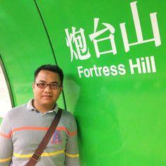 Sambil menunggu mrt lewat Selfie dulu #mrt #hongkong #macau #traveling #backpaker #adventure #travel #fortresshill #jalanjalan #photos #nice #green by agusto_charming