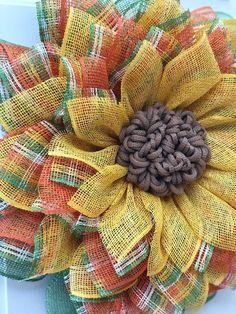 Tutoriales Bricolage, manualidades e ideas Burlap Crafts, Wreath Crafts, Diy Wreath, Wreath Burlap, Burlap Projects, Wreath Ideas, Craft Projects, Craft Ideas, Wreath Making