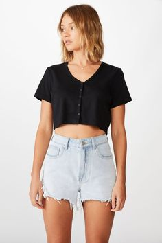 Jessie Button Through Henley Short Sleeve Top Cute Summer Outfits, Cute Casual Outfits, Short Outfits, Beach Outfits, Loose Crop Top, Crop Top And Shorts, Loose Fit, Casual Shorts Outfit, Black Tops
