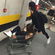 Image about girl in namorados by βακα on We Heart It Cute Couple Pictures, Best Friend Pictures, Friend Photos, Couple Tumblr, Tumblr Couples, Tumblr Girls, Relationship Goals Pictures, Cute Relationships, Bff Goals