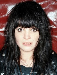 Rounded bangs a la Allison Mosshart