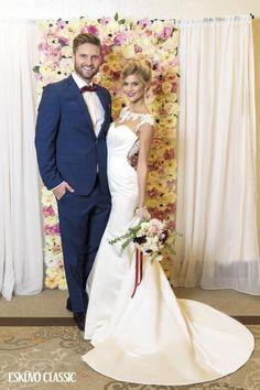 Virágfal, háttérfal esküvőkre rendezvényekre. Wedding Dresses, Fashion, Bride Dresses, Moda, Bridal Wedding Dresses, Fashion Styles, Weeding Dresses, Weding Dresses, Wedding Dressses
