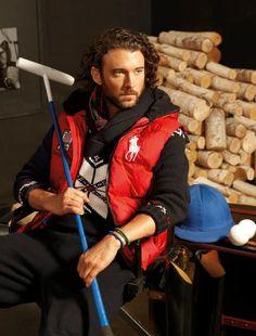 Live rugged in heritage ski-lodge sweaters paired with modern bright iconic outerwear. Ralph Lauren Love, Ralph Lauren Brands, Preppy Boys, Polo Match, Folk Fashion, Men's Fashion, Mens Attire, Man Set, Men Design