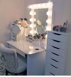 Cute bedroom ideas for teenage girl easy light decor cute teen room Sala Glam, Bedroom Decor For Women, Room Decor For Girls, Kids Room, Cute Room Ideas, Vanity Room, Vanity For Bedroom, Bedroom Vanities, Apartment Bedroom Decor