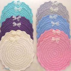 Visit the site for details. Crochet Mug Cozy, Crochet Mat, Crochet Home, Free Crochet, Crochet Gloves Pattern, Baby Knitting Patterns, Loom Knitting, Crochet Patterns, Crochet Kitchen
