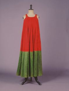 """""""Μόρκος"""". Φόρεμα από την Σκόπελο (Βόρειες Σποράδες). Τέλη 19ου αι./The Skopelos (Northern Sporades Islands) dress """"morkos"""". Late 19th c. // Πελοποννησιακό Λαογραφικό Ίδρυμα (Peloponnesian Folklore Foundation)"""