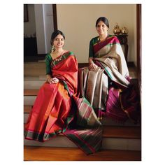 Classic kanchivarams to add on to the festive season Simple Sarees, Trendy Sarees, Indian Silk Sarees, Tussar Silk Saree, White Saree, Black Saree Plain, Cotton Saree Blouse Designs, Saree Jewellery, Traditional Silk Saree