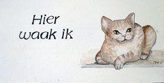 Waakkattenbordje.  Dit bordje kan buiten opgehangen worden omdat het gemaakt is van watervast multiplex, beschilderd met zonlichtbestendige acrylverf en afgelakt met weerbestendige lak. U kunt het ook met uw eigen kat erop laten uitvoeren, ook in een andere maat.  De maat is 11,5 x 20 cm.