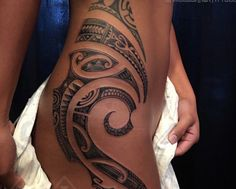 Feminine polynesian and south seas style tattooing by samuel shaw ancient animistic talismanic kulture tattoo kollective hanapepe kauai hawaii a samoan and maori design i would love this in oblique area samoantattoos Maori Tattoos, Maori Tattoo Frau, Tattoos Bein, Polynesian Tribal Tattoos, Hawaiianisches Tattoo, Tribal Tattoos For Women, Hip Tattoos Women, Tattoo Style, Filipino Tattoos