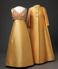 60 Fashion, Royal Fashion, Fashion History, Retro Fashion, Vintage Fashion, Vintage Gowns, Mode Vintage, Vintage Outfits, Hippie Woodstock