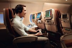 WIN Singapore Airlines return Economy flights to Singapore