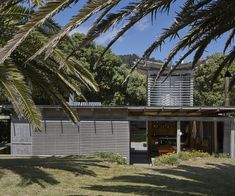 The Herbst bach on Great Barrier Island turns 20 this summer. Simon Farrell-Green looks back at how this project was instrumental for their career Outdoor Fire, Outdoor Decor, New Zealand Architecture, New Zealand Beach, Butterfly Roof, Old Garage, Composting Toilet, The Dunes, Beach Look