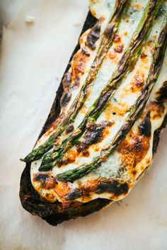 open faced tartine with ham + gruyere cheese, béchamel + asparagus Yummy Drinks, Yummy Food, Cooking Recipes, Healthy Recipes, Asparagus Recipe, Wrap Sandwiches, Creative Food, Food Design, Pasta