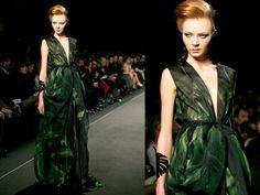 Gli abiti da principessa - Ma sempre con inserti verde smeraldo, e abbinati a gioielli che riprendono la forma della foglia