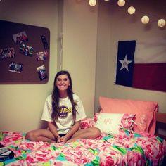 Love this dorm room .