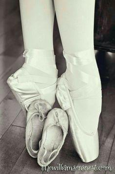 Ballet photos, ballet photography и pointe shoes. Ballet Images, Ballet Pictures, Dance Pictures, Ballet Photography, Photography Poses, Pointe Shoes, Ballet Shoes, Tap Shoes, Dance Photo Shoot