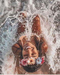 ☆ p i n t e r e s t - ☆ summer photos beach photos, photograph Beach Photography Poses, Beach Poses, Background For Photography, Creative Photography, Photography Backgrounds, Fashion Photography, Wedding Photography, Photography Aesthetic, Photography Lighting