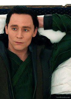 Loki (gif) / Thor / the avengers Loki Marvel, Loki Thor, Loki Gif, Marvel Comics, Tom Hiddleston Loki, Thomas William Hiddleston, Zachary Quinto, Zachary Levi, Loki Laufeyson