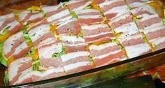 Výborný obed.. 1 kg zemiakov 700 g cukety 2 papriky 2 cibule 300 g slaniny 150 g syra 3 lyžice olivového oleja oregano soľ a korenie podľa chuti Na plech dáme olej a rozprestreme polovicu zemiakov,posypeme oregánom,soľou a korením podľa chuti,premiešame a dáme vrstvu cukety,cibule,papriky,slaniny a na vrch zemiaky ,ktoré tiež posypeme oreganom,soľou a korením.Posypeme strúhaným syrom a dáme piecť na 30-40 minút na 180°C .. Cheesecake, Fish, Meat, Cheesecakes, Pisces, Cherry Cheesecake Shooters