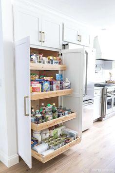 Kitchen Pantry Design, Kitchen Pantry Cabinets, Kitchen Cabinet Storage, Diy Kitchen, Kitchen Ideas, Space Kitchen, Kitchen Decor, Pantry Storage, Island Kitchen