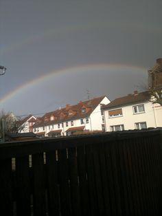 Regenbogen Häuserdach
