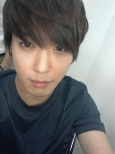 Yong Hwa's into selfie too you see :)