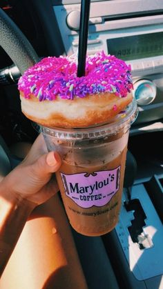 coffee and donuts - Donut recipes Cute Food, Good Food, Yummy Food, Coffee And Donuts, Mini Donuts, Tumblr Food, Milk Shakes, Food Goals, But First Coffee