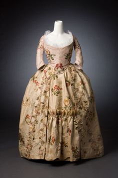 Robe àl'anglaise (wedding dress of Elizabeth Monrie), c. 1786. Cream silk brocaded with floral sprays in multicoloured silk, fly fringe trim. Bodice is not matching with the skirt,