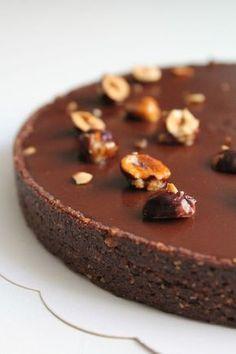 The chocolate hazelnut tart! It consists of a sweet cocoa hazelnut paste . - The chocolate hazelnut tart! It consists of a sweet cocoa hazelnut paste, a crispy praline feuillet - Tart Recipes, Sweet Recipes, Dessert Recipes, Chocolate Pies, Chocolate Hazelnut, Cake Batter Pancakes, Nutella Snacks, Sweet Pastries, Sweet Pie