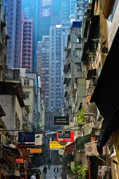 "Life & Death in the""Wall City"" in Hong-Kong Cities, Cyberpunk City, China Hong Kong, China Travel, Italy Travel, Historical Sites, Scenery, Places To Visit, Shanghai"